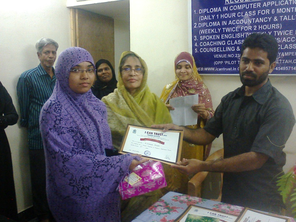 B .Hazeera  Begum receiving the First Prize Certificate