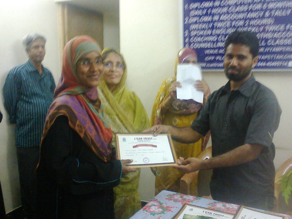 M. A. Heena  Kauser receiving the Third  Prize Certificate