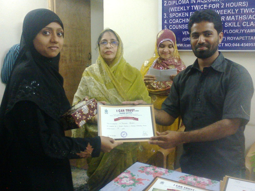N. Tasleem Begum receiving the First Prize Certificate