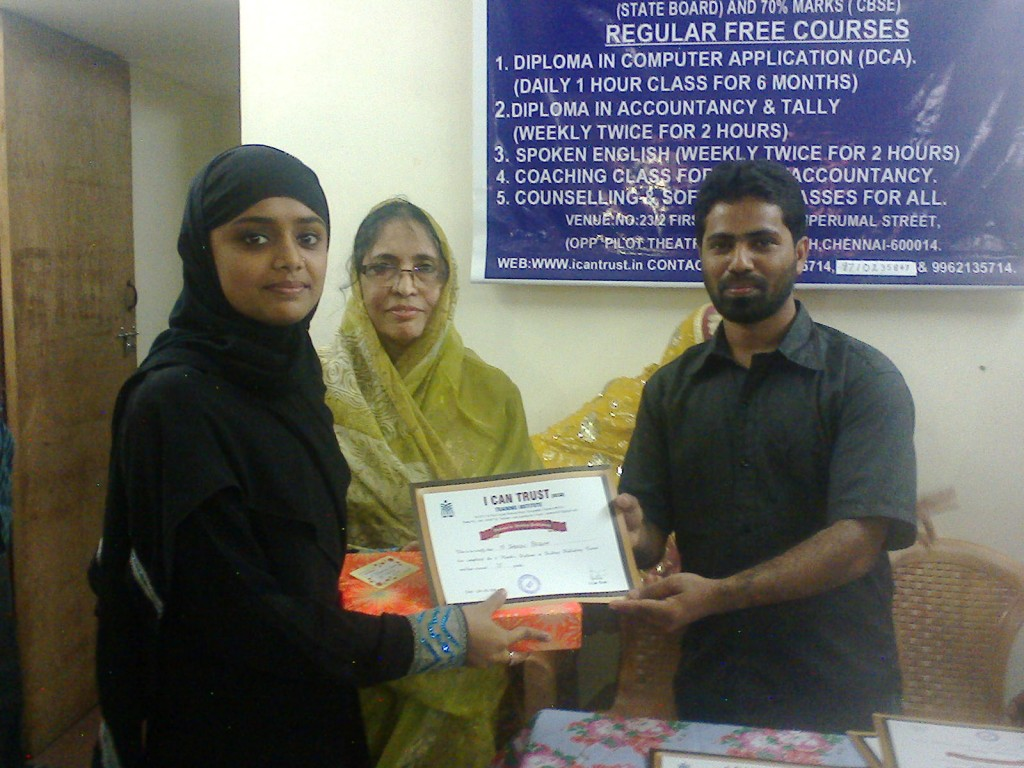 N. Jabeen Begum receiving the Second Prize Certificate