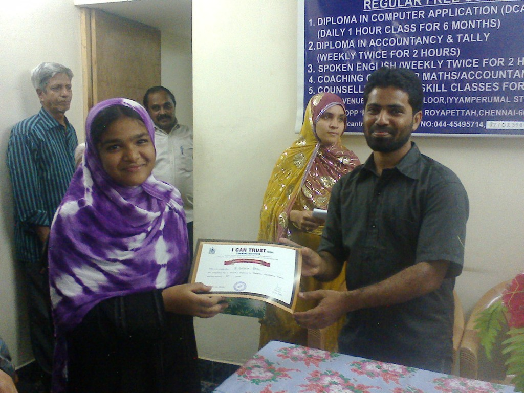 Sister of B. Gathija Banu receiving the Second Prize Certificate